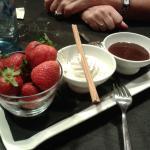Fresas con nata y chocolate para dos