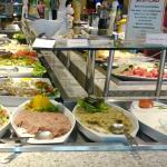 Pastas árabes no buffe de saladas