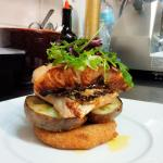 Salmone con patate e pomodoro sardo fritto