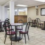 Breakfast Seating Super 8 Tomah