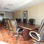 Holiday Inn Express & Suites Washington - Meadow Lands resmi