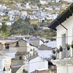 A una cuadra del hostel vista del Panecillo y la calle La Ronda