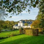 Le Chateau de Courcelles vu depuis le chemin d'arrivée
