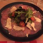 Carpaccio de bœuf avec copeau de parmesan