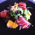 Salade haddock et echine de porc produite localement - surprenant