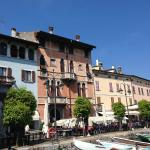 scorci di palazzi sul porto vecchio-Desenzano del Garda