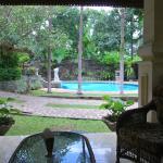 zwembad vanaf de villa gezien