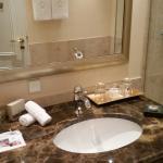 Hotelzimmer und Bereich Bar