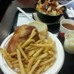 Poulet rôti, frites et poutine St-Hub