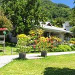 Blick auf Privat Haus/Rezeption von Beau Vallon Bungalows