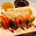 Spicy tuna/ salmon roll with eel sauce and crunches
