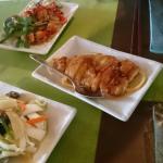Crevettes sel et poivre, poulet miel/citron et légumes sautés