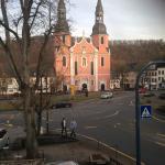 Die Basilika vor dem Hotel vermittelt göttliche Anwesenheit.