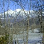 campo y picos que se ven cerca del hotel