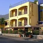 加烏羅飯店