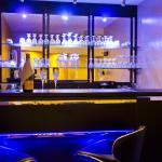 Bar (125434218)