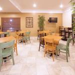 Americ Inn Johnston Breakfast Area