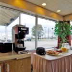 Photo de Americas Best Value Inn - Cleveland Airport