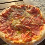Pizza mit Parmaschinken