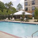 Photo de Staybridge Suites Memphis - Poplar Ave East