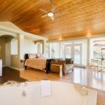 Pacific Grand Suite in Lakeside Illahee Inn