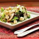 Salada refrescante de pera, queijo branco e gengibre
