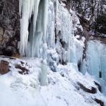 Site d'escalade de glace un peu avant la chute