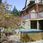 Private Hot Tub - surrounded by Japanese Maples