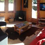 Chalet Cofis Les Gets - Lounge area with log stove