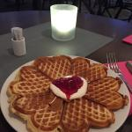 Must try the waffles, they r delicious!
