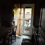 in der Küche wird das Frühstück bereitgestellt, hier befindet sich auch ein Kaffeeautomat