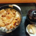 下諏訪町企画の下諏訪ハッピー丼。豚肉丼ですが、ウナギのタレと、ワサビで食べたのは初めてでした。最高に美味いッ!