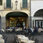 Pasticceria Graziati -vista da Piazza dei Frutti, 18 febbraio 2015.