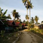Two rows of bungalows at Isara Lanta in the morning