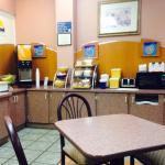 Photo de Days Inn & Suites Port Richey