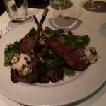 salad with lambchops and goat cheese