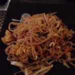 Spaghetti di riso saltati con pesce