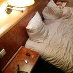 Mobilier affreux et un seul oreiller par personne