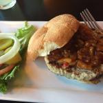 Super yummy turkey burger (with peach chutney)