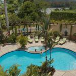 Area de piscina y jacuzzi al aire libre