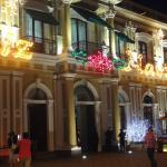 Vista del palacio de noche