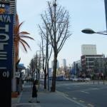 写真の向きに2駅歩けばソウル駅です