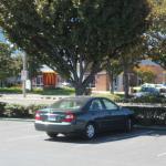 ホテルの無料駐車場 向かいにはマクドナルドが。