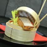 Wok de légumes croquants, saumon mariné gingembre-soja