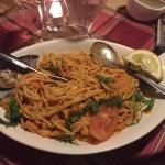 Spargetti fra netto, dåse tomatsovs og frossen blåmusling. Velbekomme