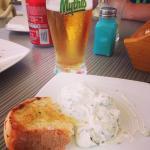 Bröd med olivolja, tzatziki från hotellbaren.