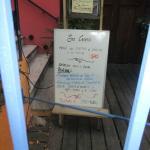El local es acogedor. Situado en Punta Carretas, en la calle Héctor Miranda casi Bulevar.