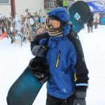 以14歲兒子為例,有溜過直排輪經驗, 30分鐘內已能開心的滑雪, 到了下午就能盡情飆速, 而且還雙板/單板輪流試玩.