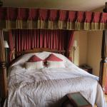 Four Poster! Large and comfortable