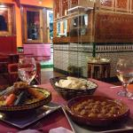 مطعم مغربي رائع أكله ذو طعم لذيذ ونظيف وطبخ أصيل السعر معقول جدا